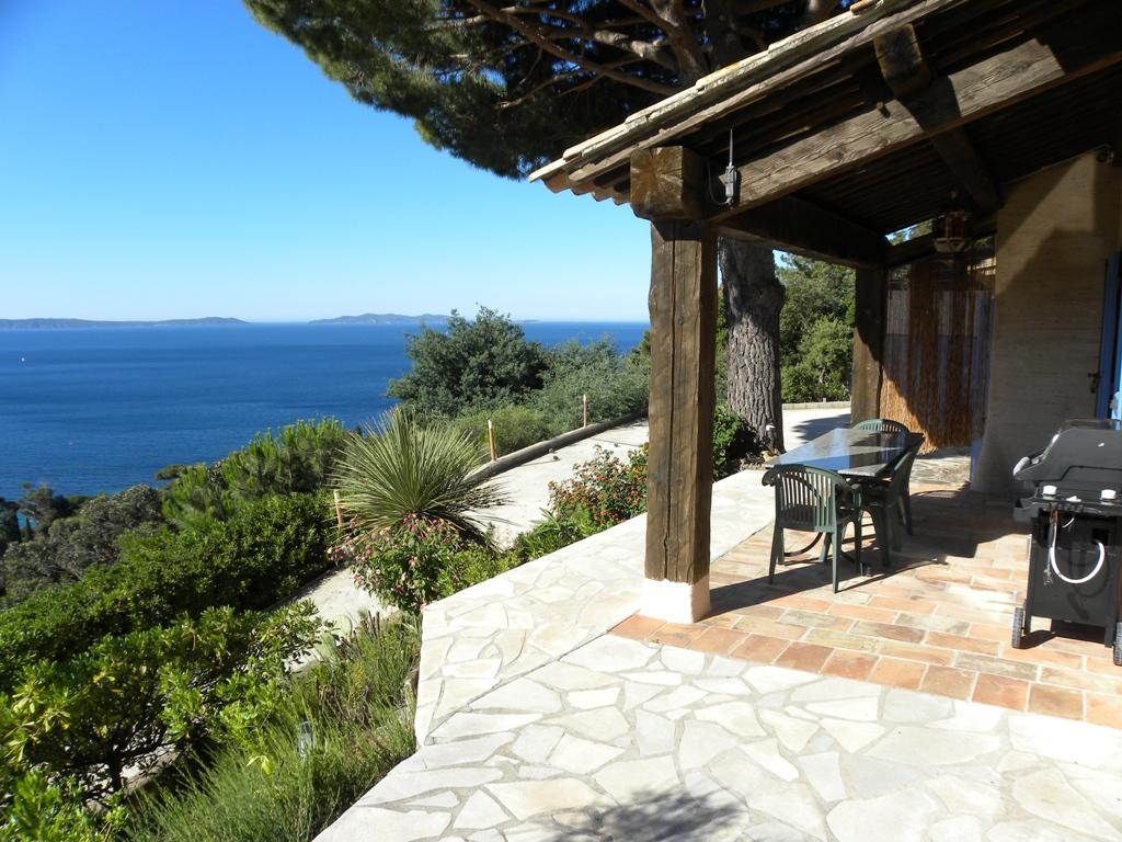 Location villa piscine vue mer le rayol canadel var c te d for Etant a linge exterieur